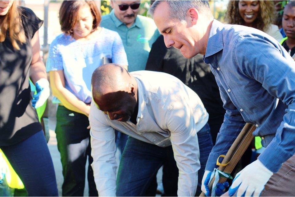 Mayor and Harris-Dawson plant a tree